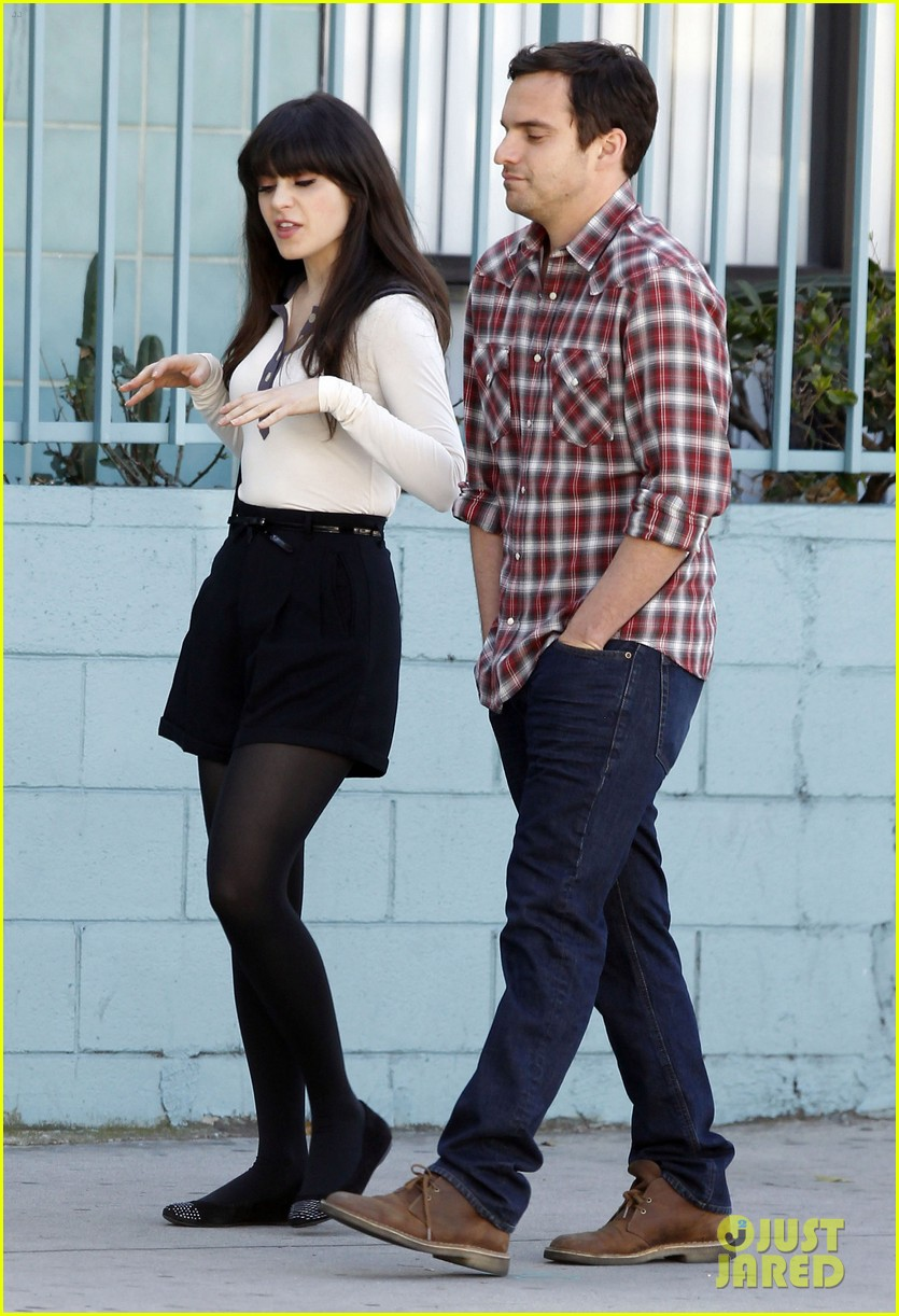 zooey deschanel shooting new girl scenes 03