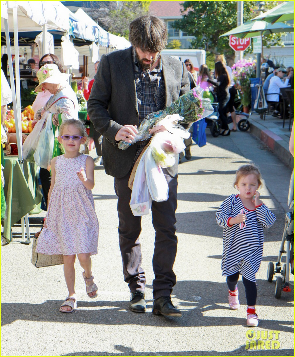 ben affleck daughters farmers market 14