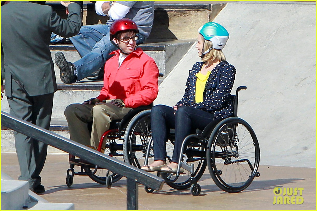 dianna agron kevin mchale wheelchairs glee 01