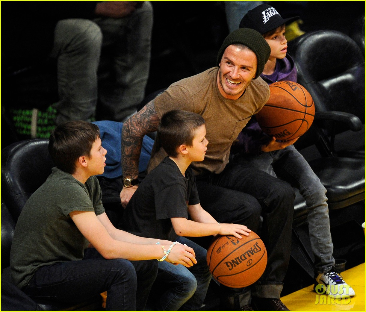 david beckham lakers game with the boys 02
