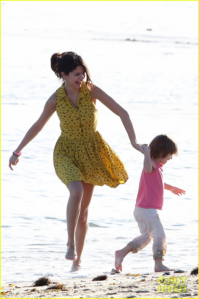 selena gomez justin bieber siblings beach 172630194