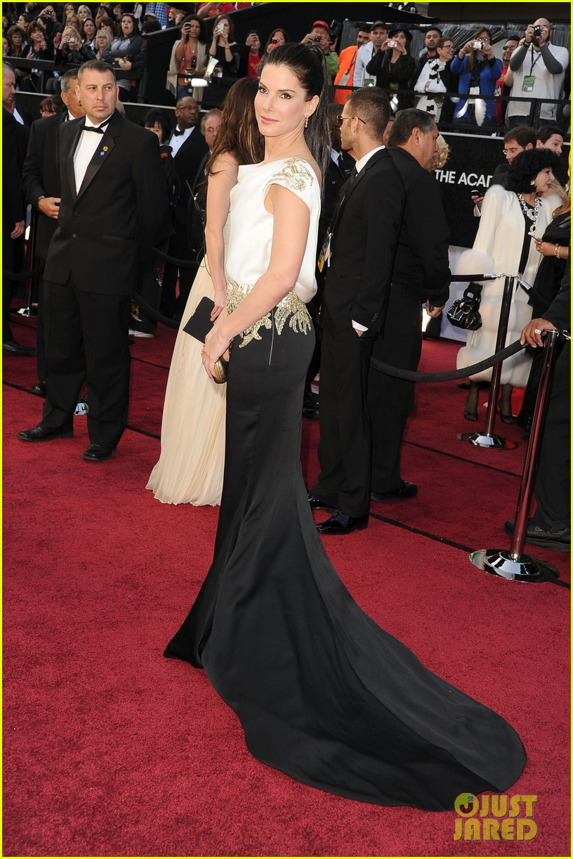 sandra bullock oscars 2012 red carpet 012633559