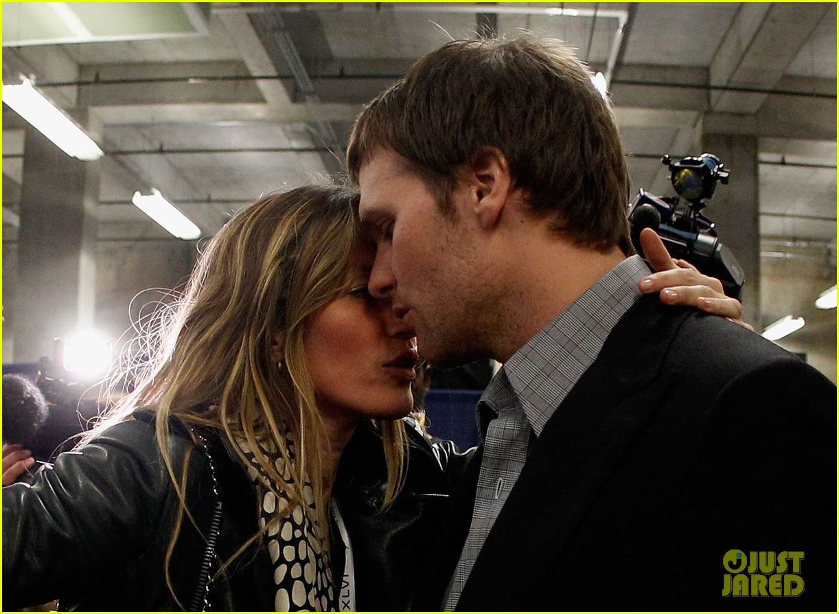 gisele bundchen consoles tom brady post super bowl 02