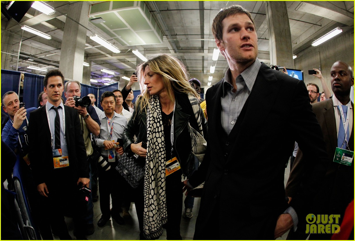 gisele bundchen consoles tom brady post super bowl 03