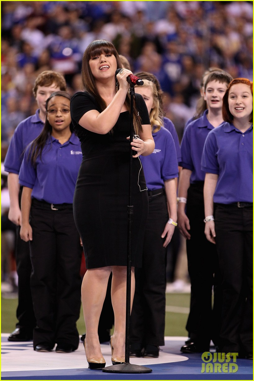 kelly clarkson national anthem 01