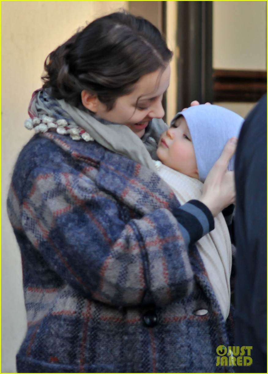 marion cotillard cuddles with marcel 022627067