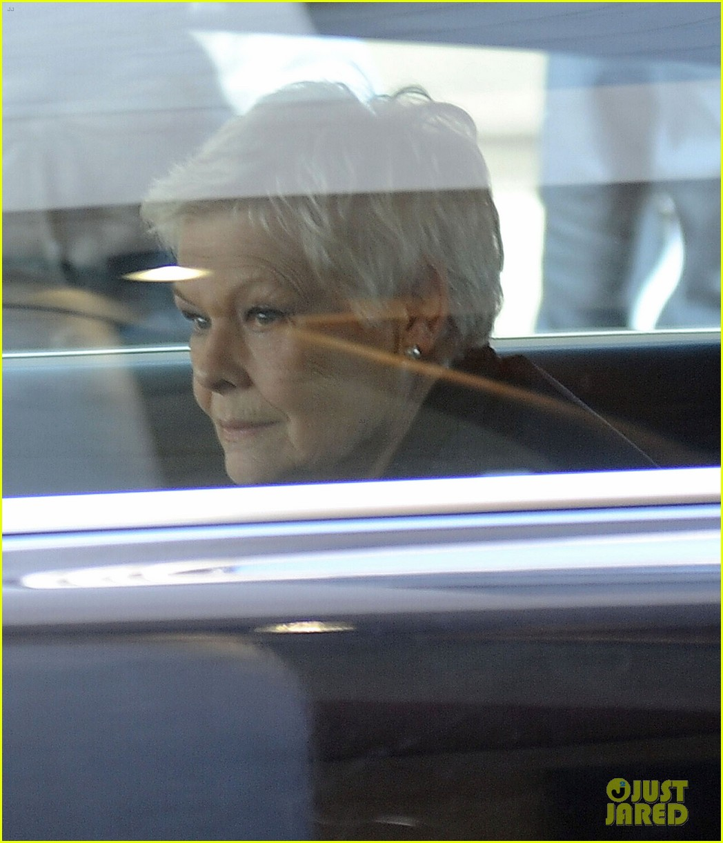 daniel craig skyfall set with judi dench 04