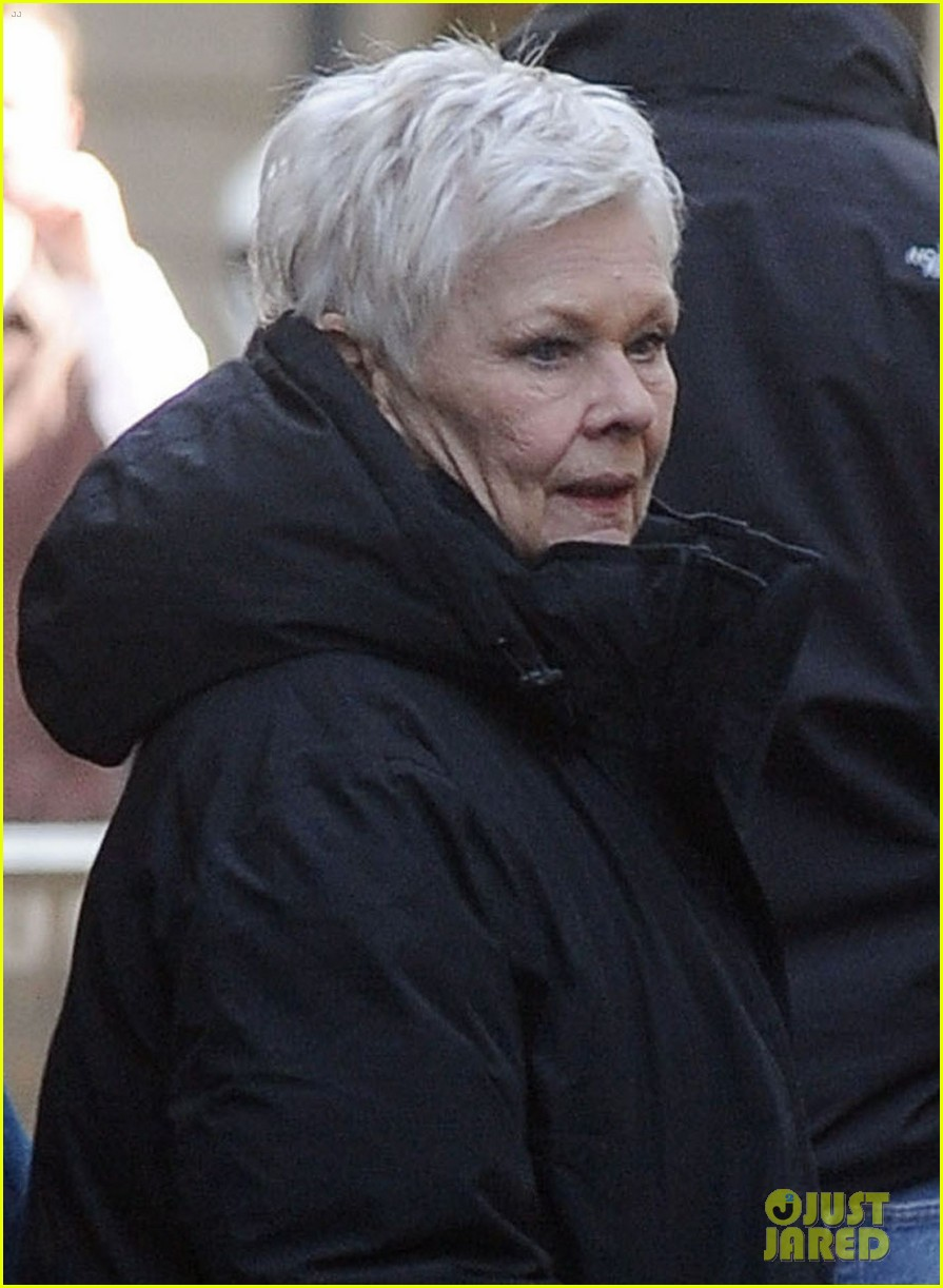 daniel craig skyfall set with judi dench 05