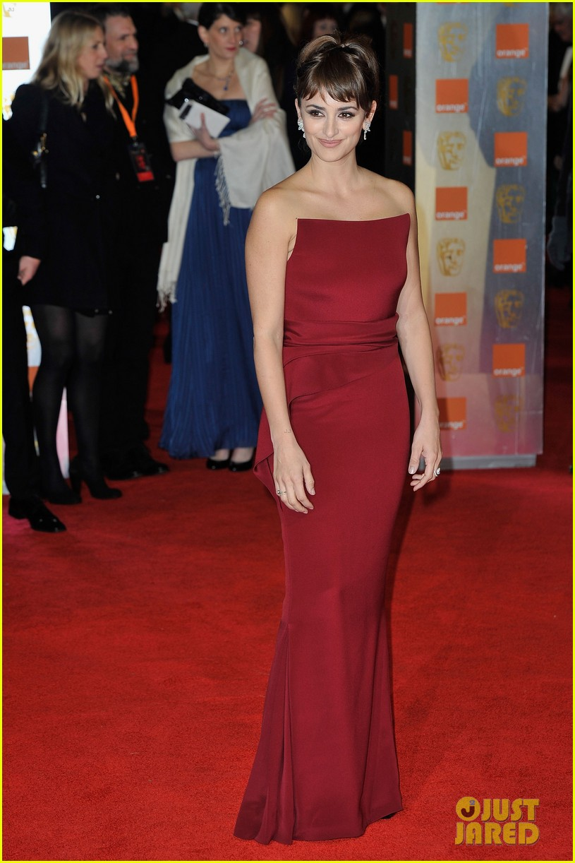 penelope cruz 2012 baftas red carpet 07