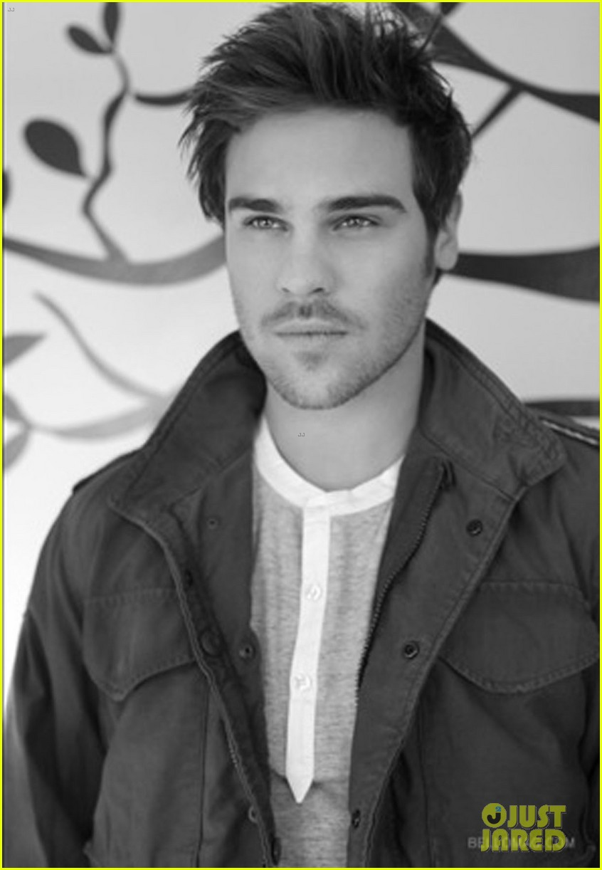 grey damon aquarius