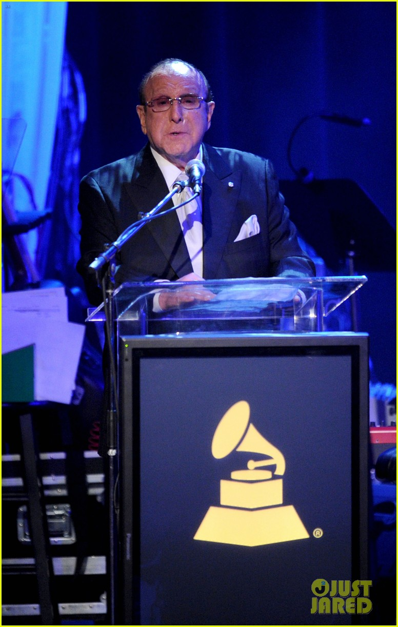 clive davis holds moment of silence for whitney houston 11