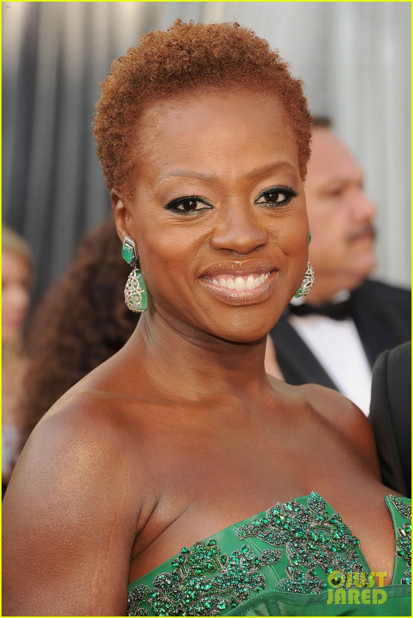 viola davis oscars 2012 red carpet 02