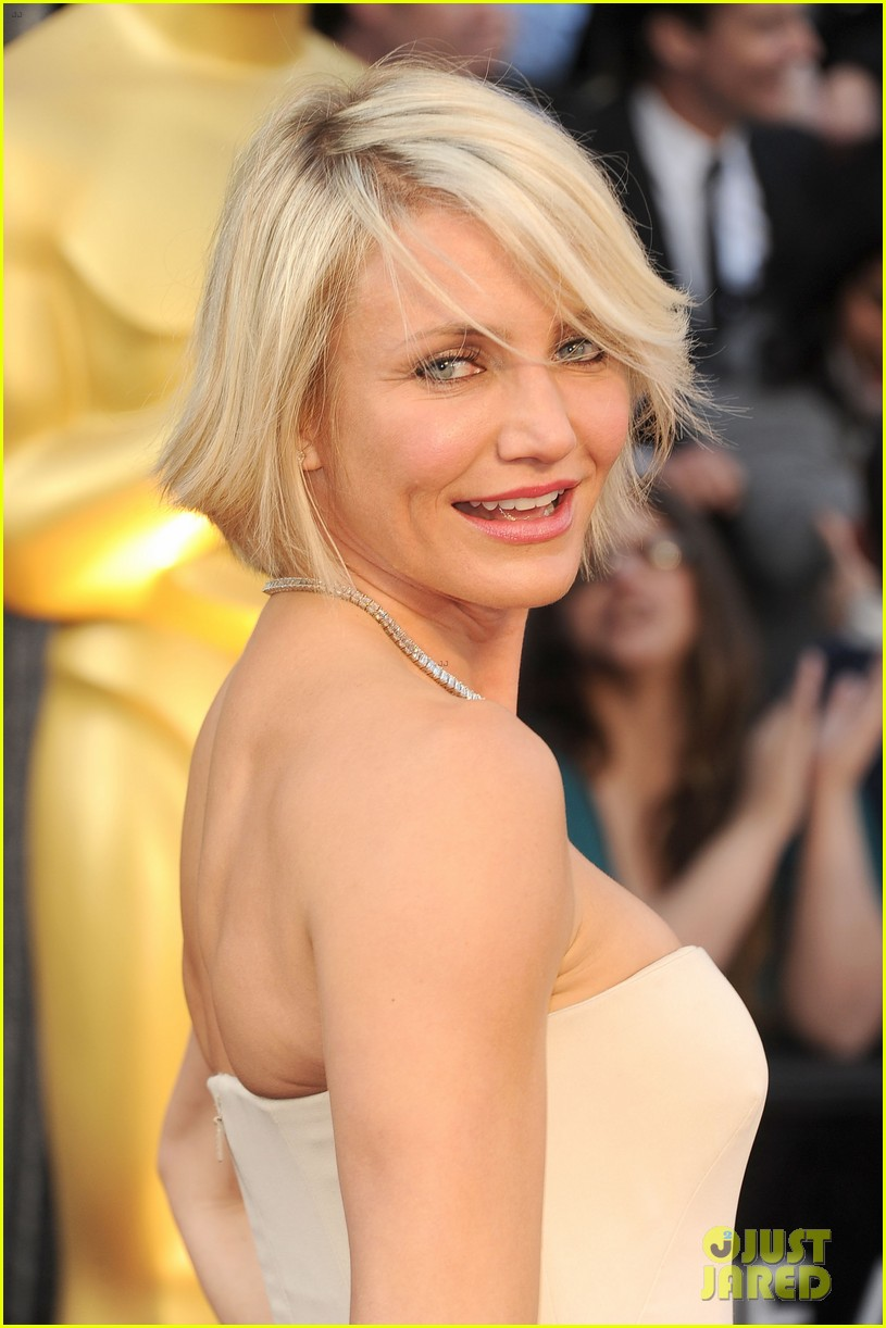 cameron diaz 2012 oscars red carpet 01
