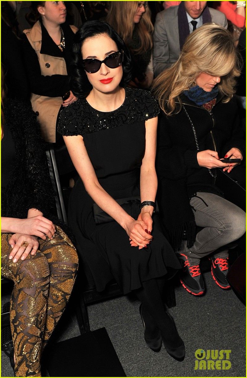 dita von teese jenny packham fashion presentation 10