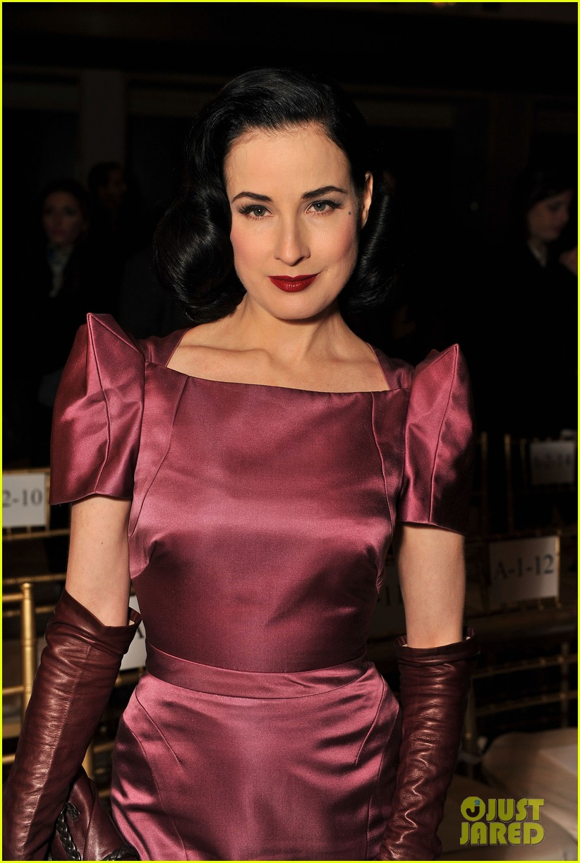 dita von teese zac posen fashion show 03