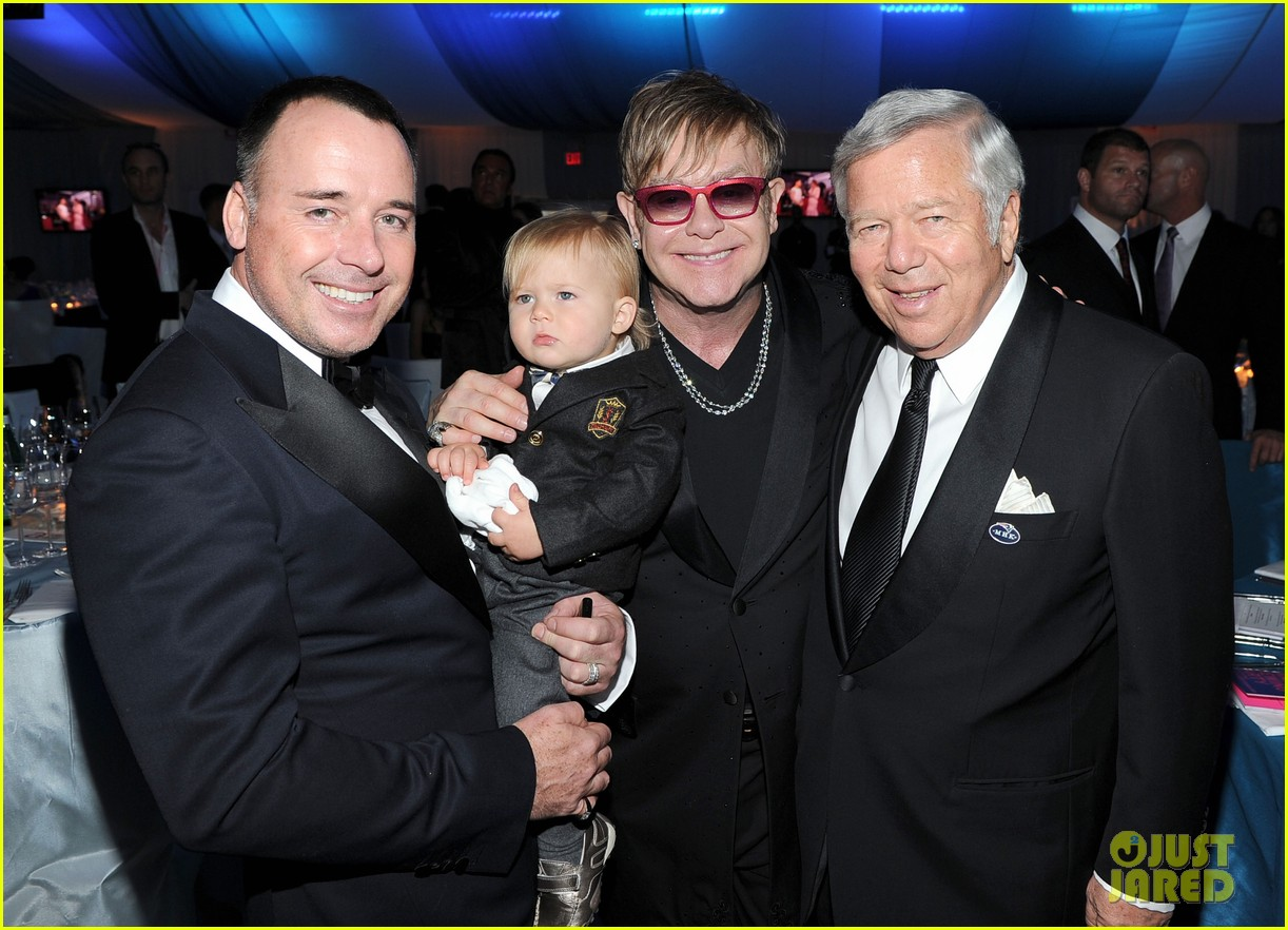 elton john zachary david furnish oscar party 01