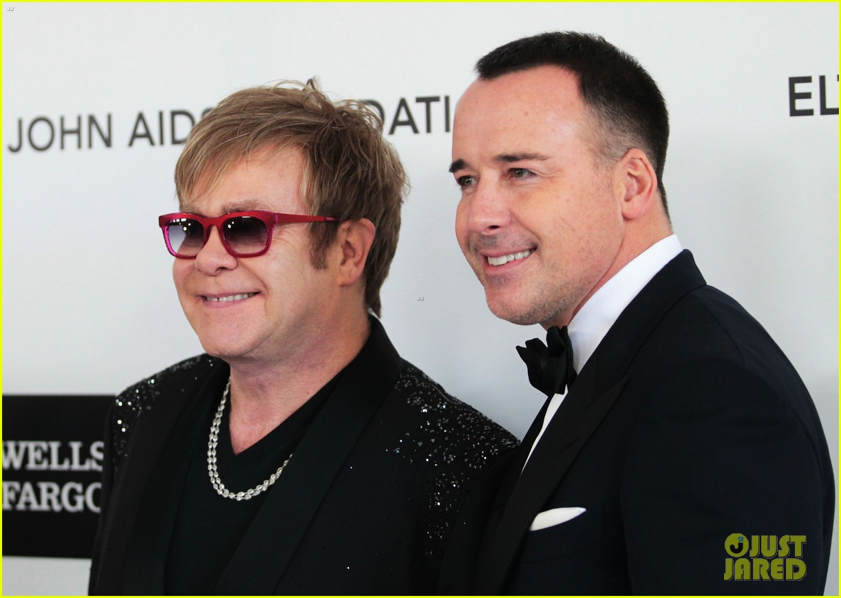 elton john zachary david furnish oscar party 05