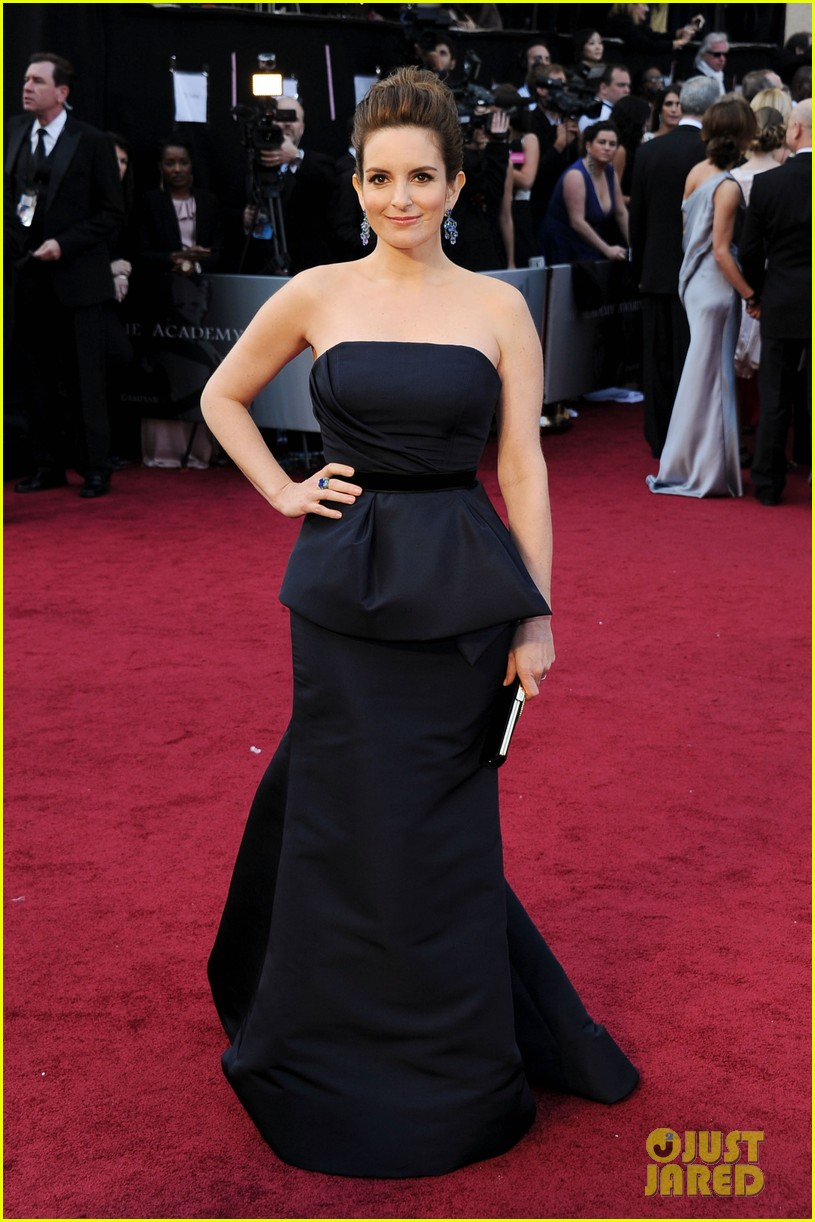 tina fey oscars 2012 red carpet 01