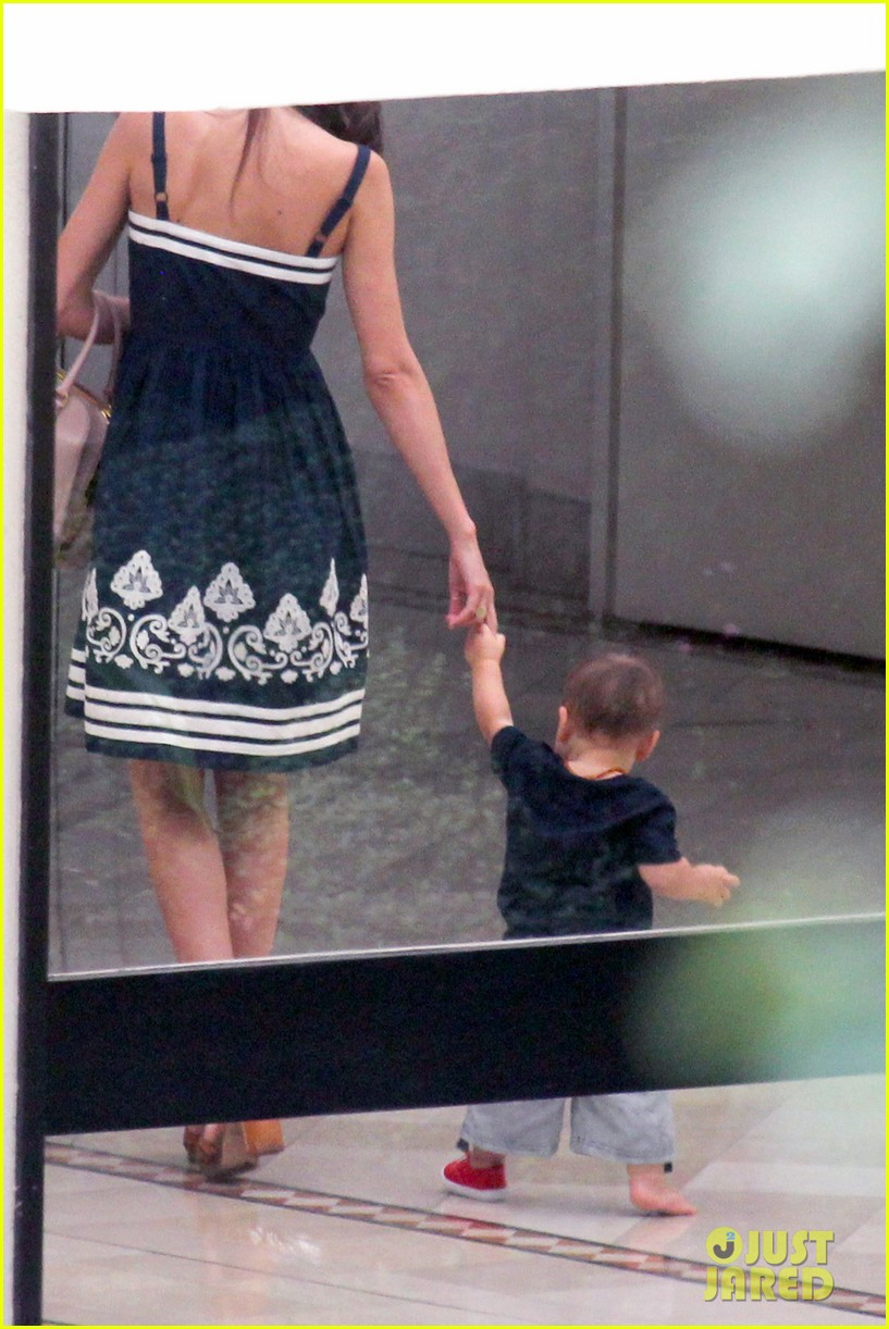 flynn bloom walking with miranda kerr 02