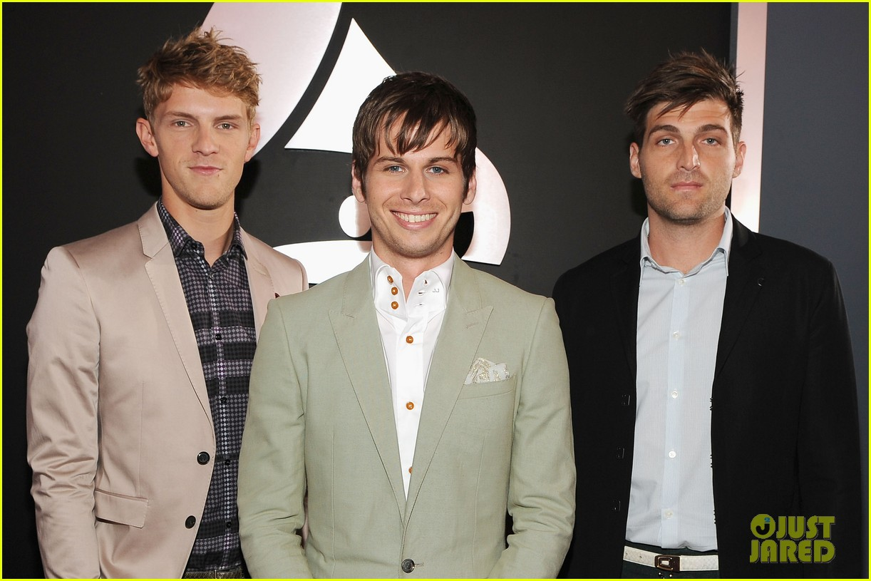 foster the people grammys 2012 red carpet 01