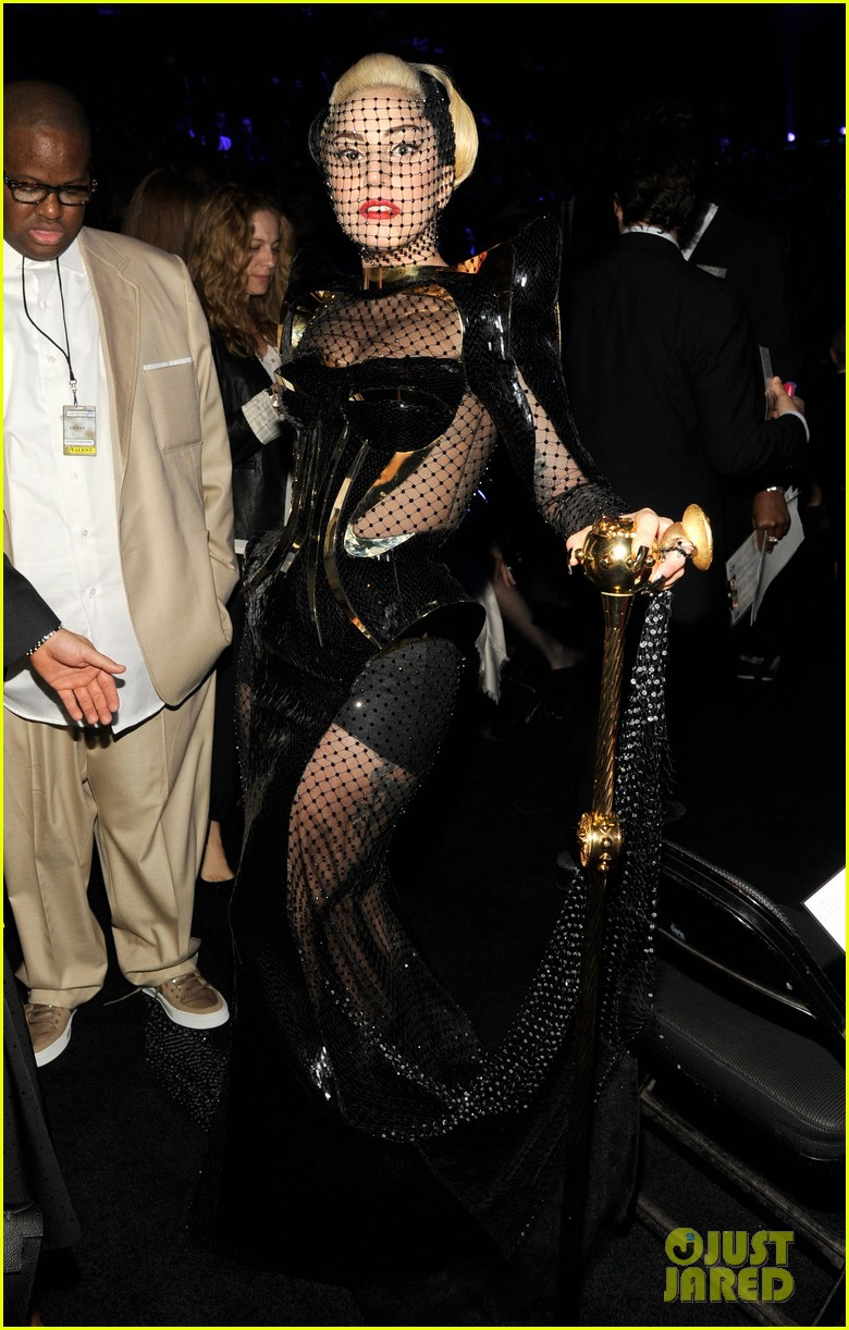 lady gaga grammy awards 2012 fisnet 04