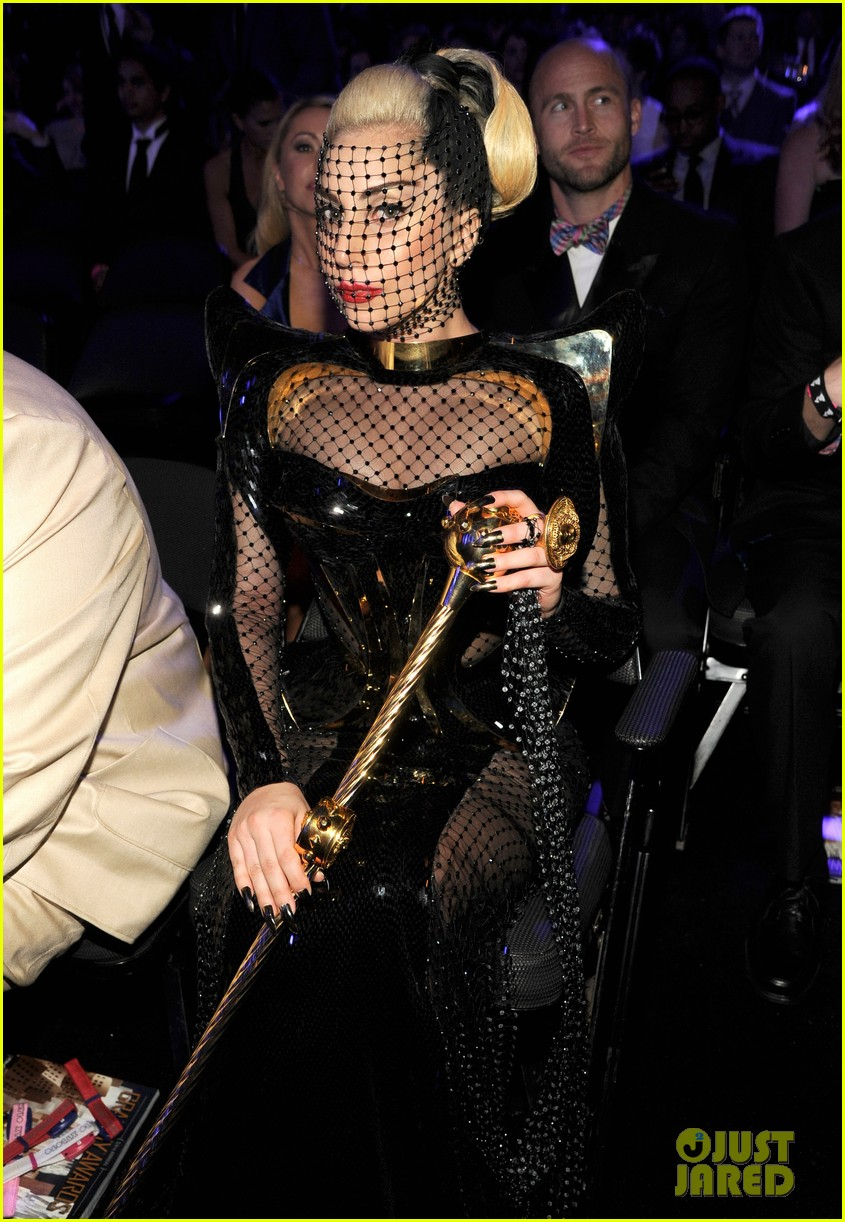 lady gaga grammy awards 2012 fisnet 05
