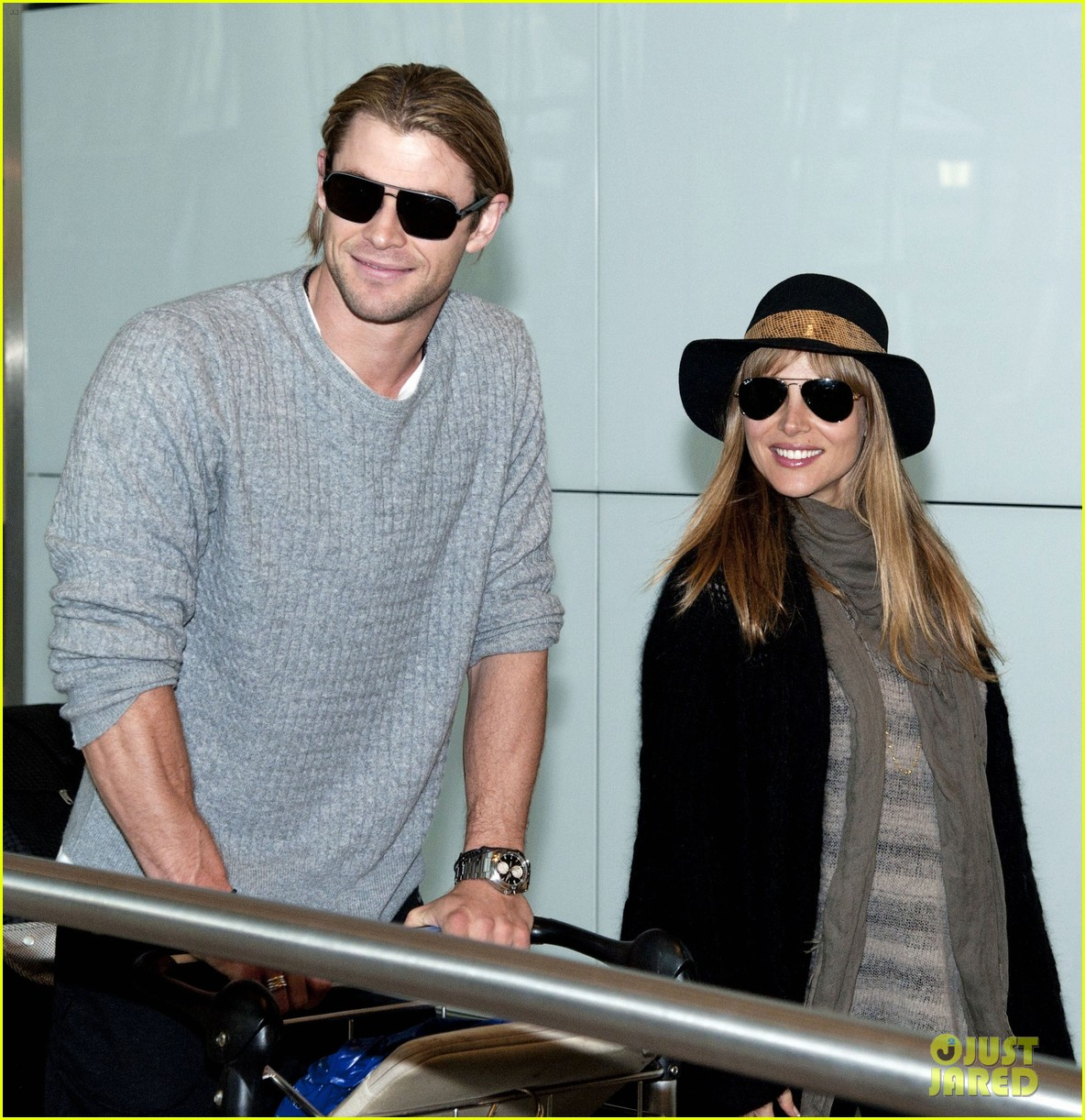 chris hemsworth elsa pataky los angeles to london 03