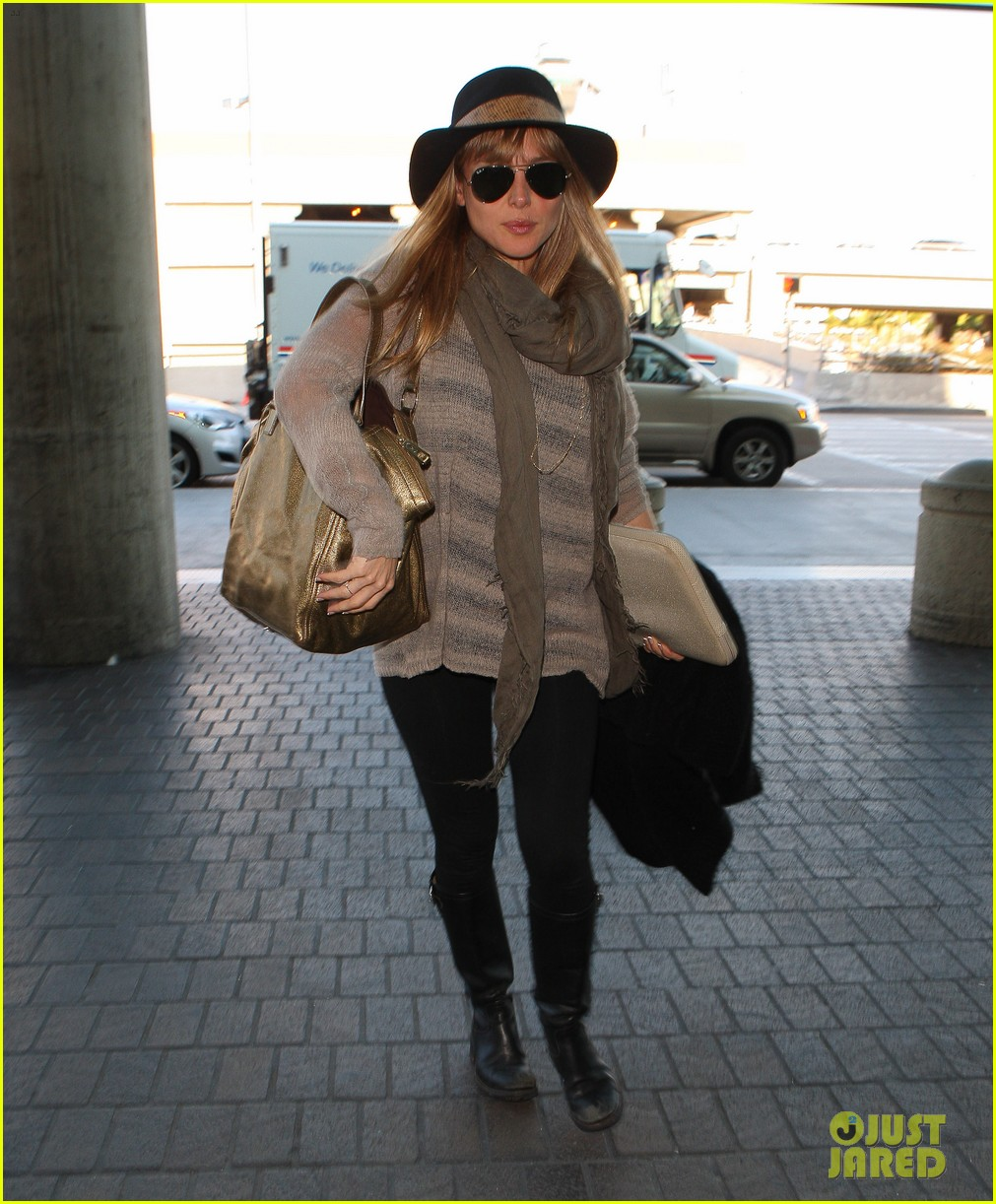 chris hemsworth elsa pataky los angeles to london 07
