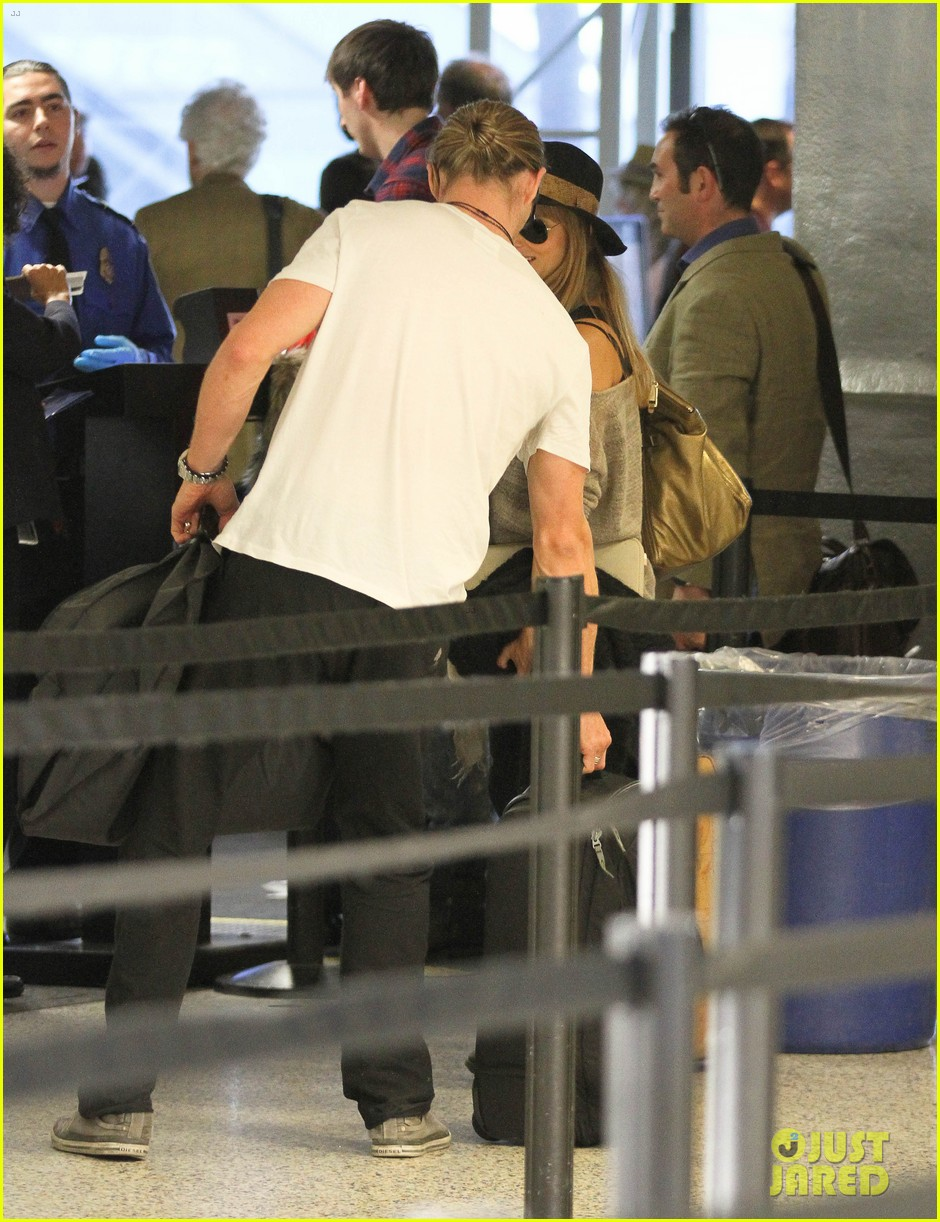 chris hemsworth elsa pataky los angeles to london 16