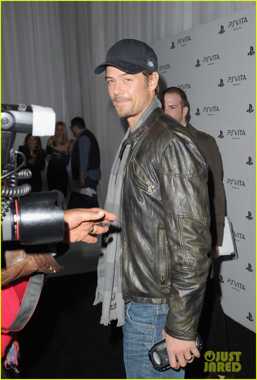 liam hemsworth josh duhamel ps vita launch party 15
