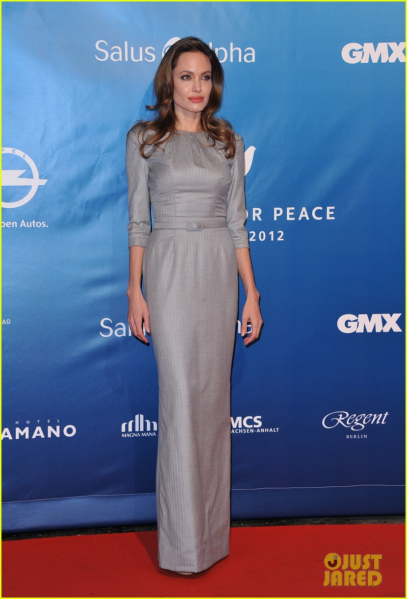angelina jolie brad pitt cinema for peace gala 04