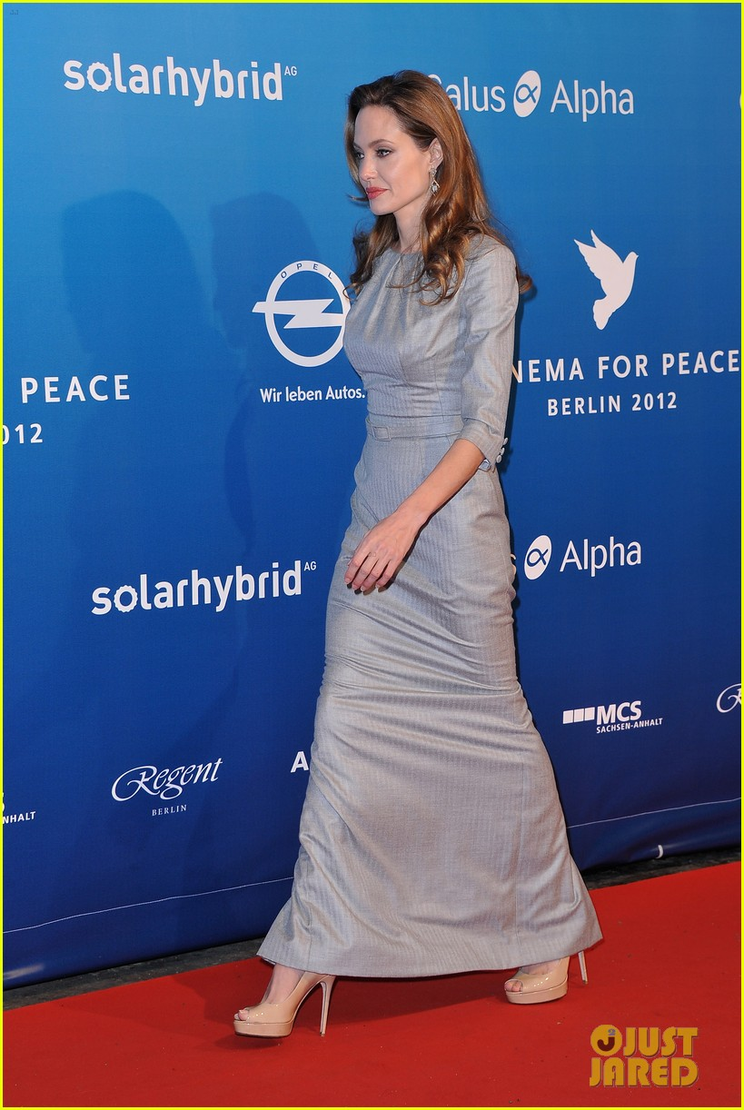 angelina jolie brad pitt cinema for peace gala 05