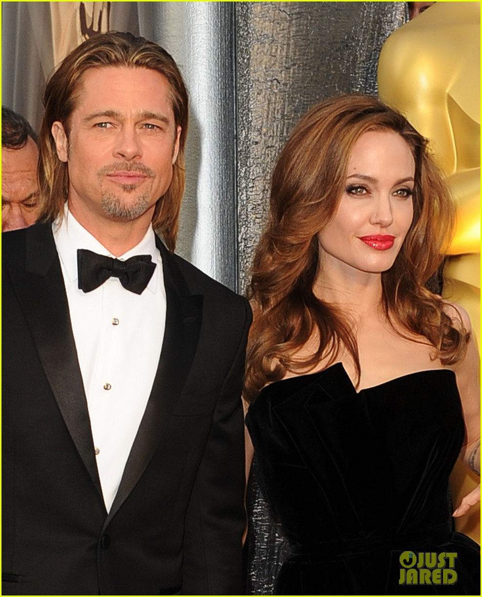 angelina jolie brad pitt oscars 2012 red carpet 03