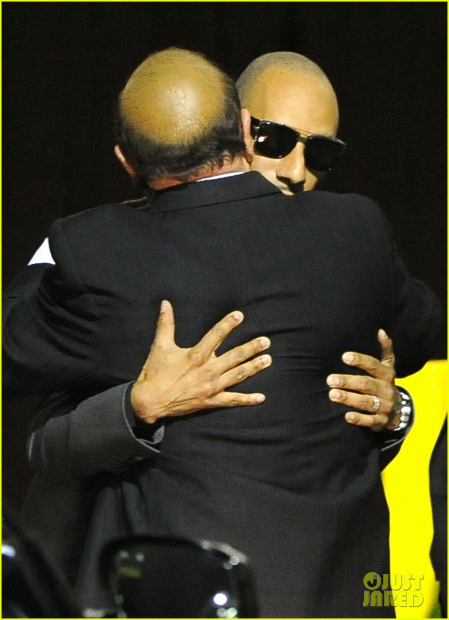 alicia keys consoles kclive davis following whitney houstons death 042627764
