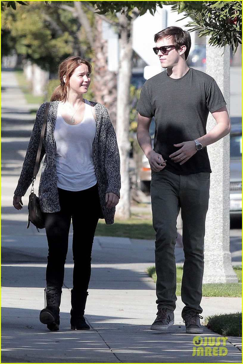 jennifer lawrence nicholas hoult out valentines day 01