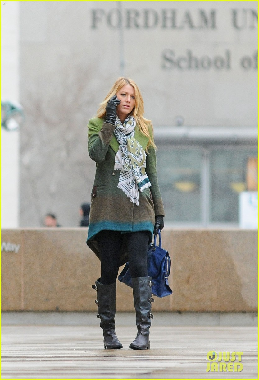 blake lively gossip girl set rainy 03