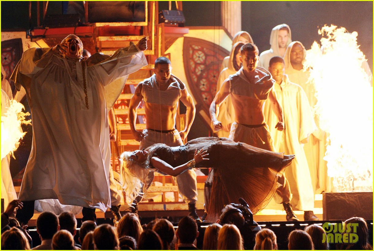 nicki minaj grammys performance 05