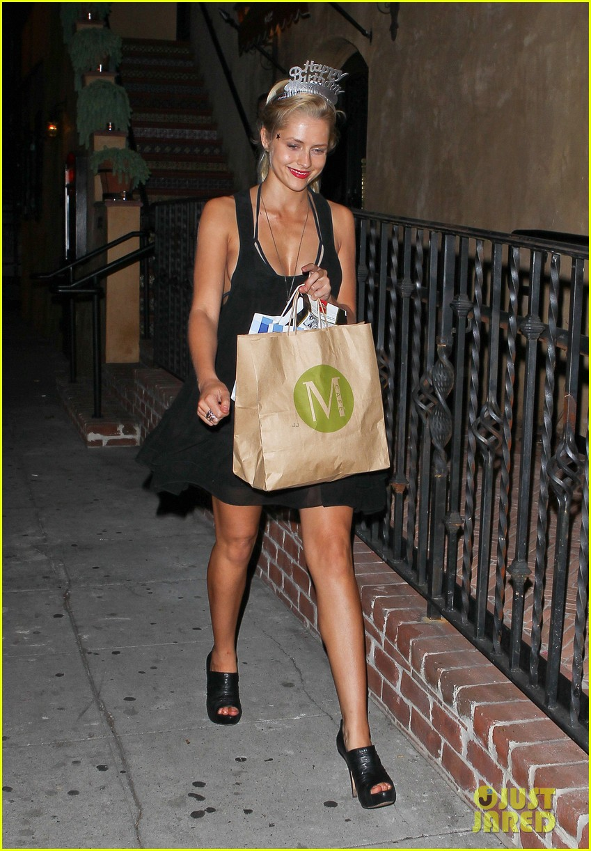 teresa palmer celebrates 26 birthday with rumer willis 01
