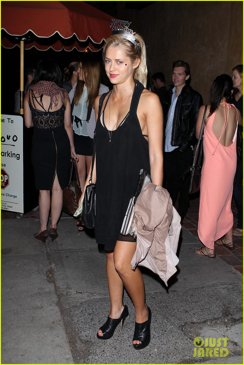 teresa palmer celebrates 26 birthday with rumer willis 10