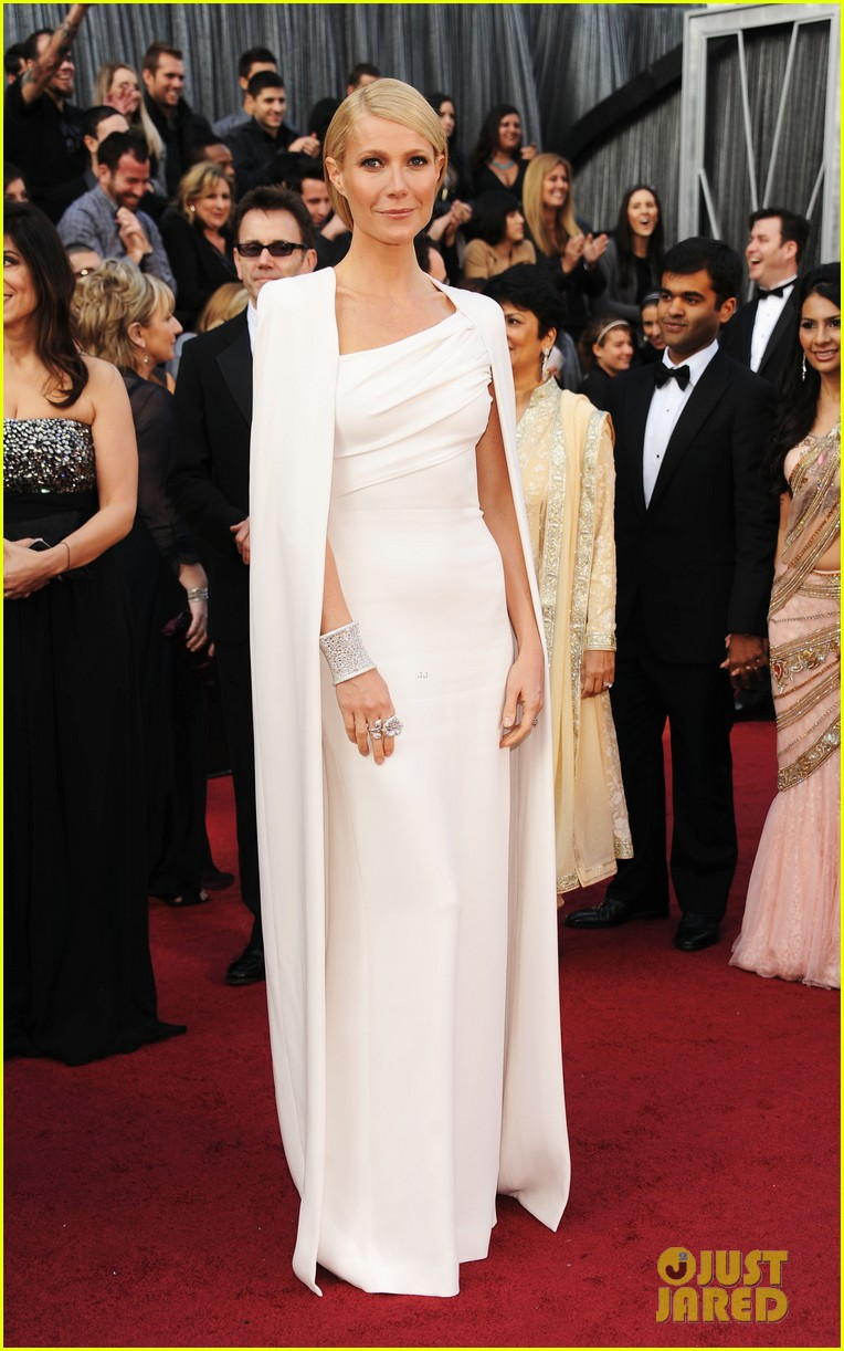 gwyneth paltrow oscars 2012 red carpet 01