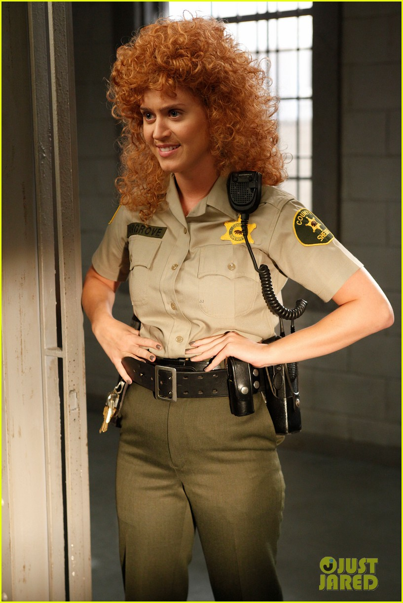 katy perry raising hope stills 01