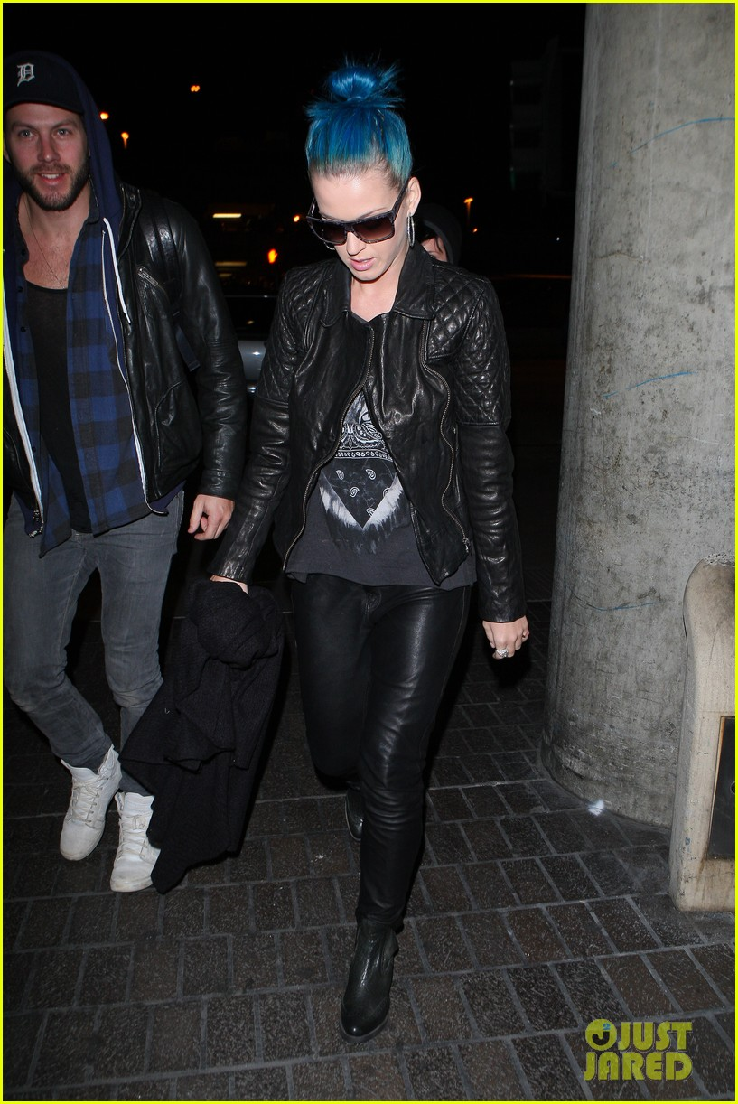 katy perry johnny wujek airport 01