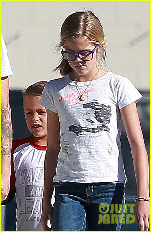 ryan phillippe kids sherman oaks 01