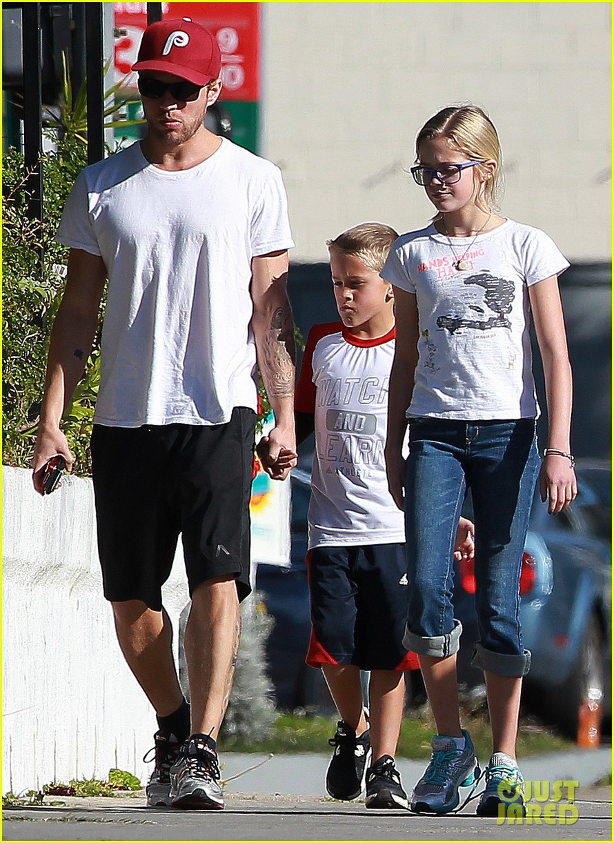 ryan phillippe kids sherman oaks 02