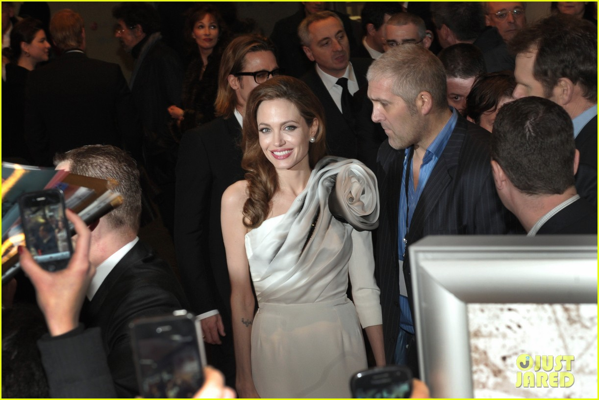 angelina jolie brad pitt blood honey paris premiere 11