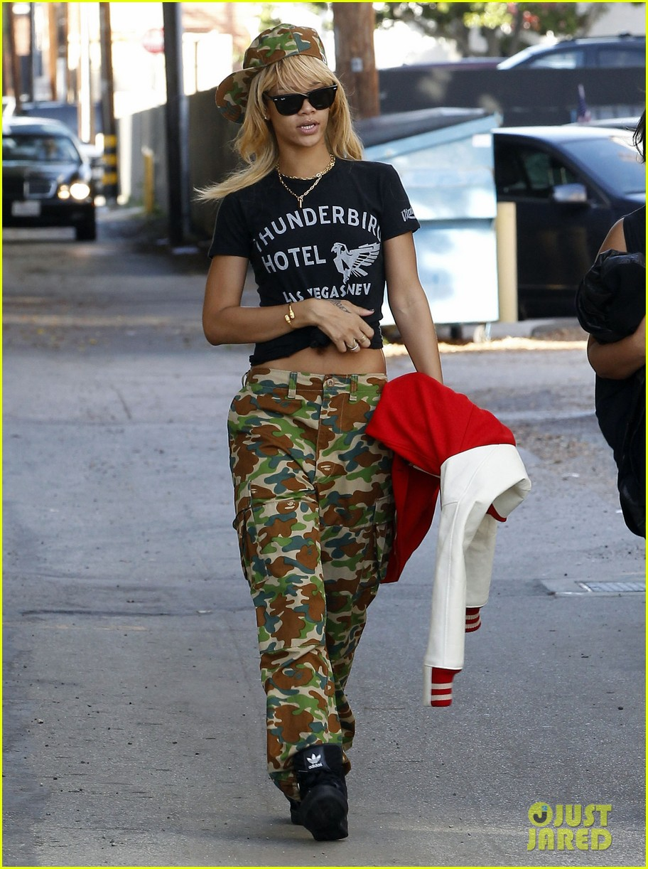 rihanna camoflauge outfit 04