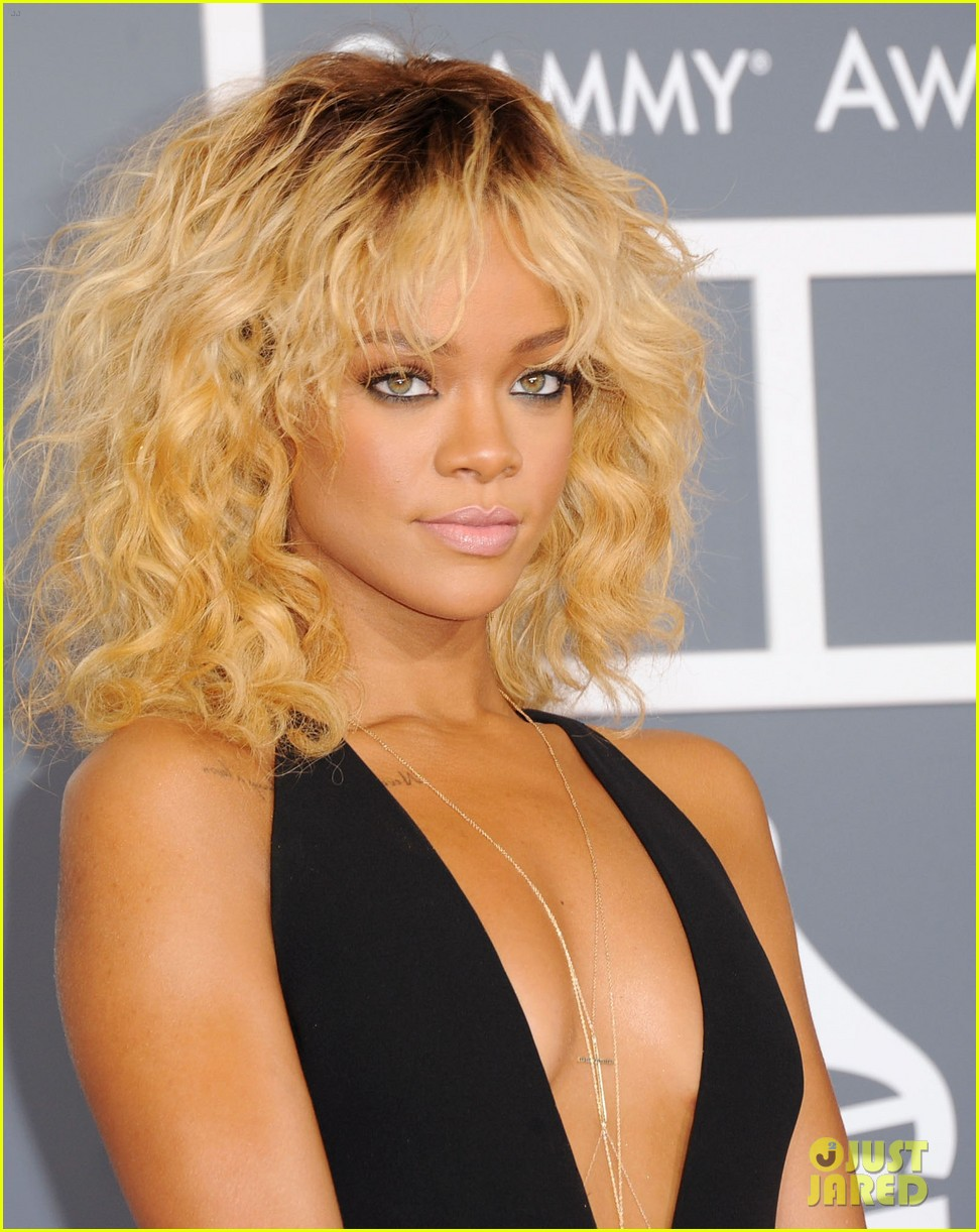 rihanna grammy awards 2012 10