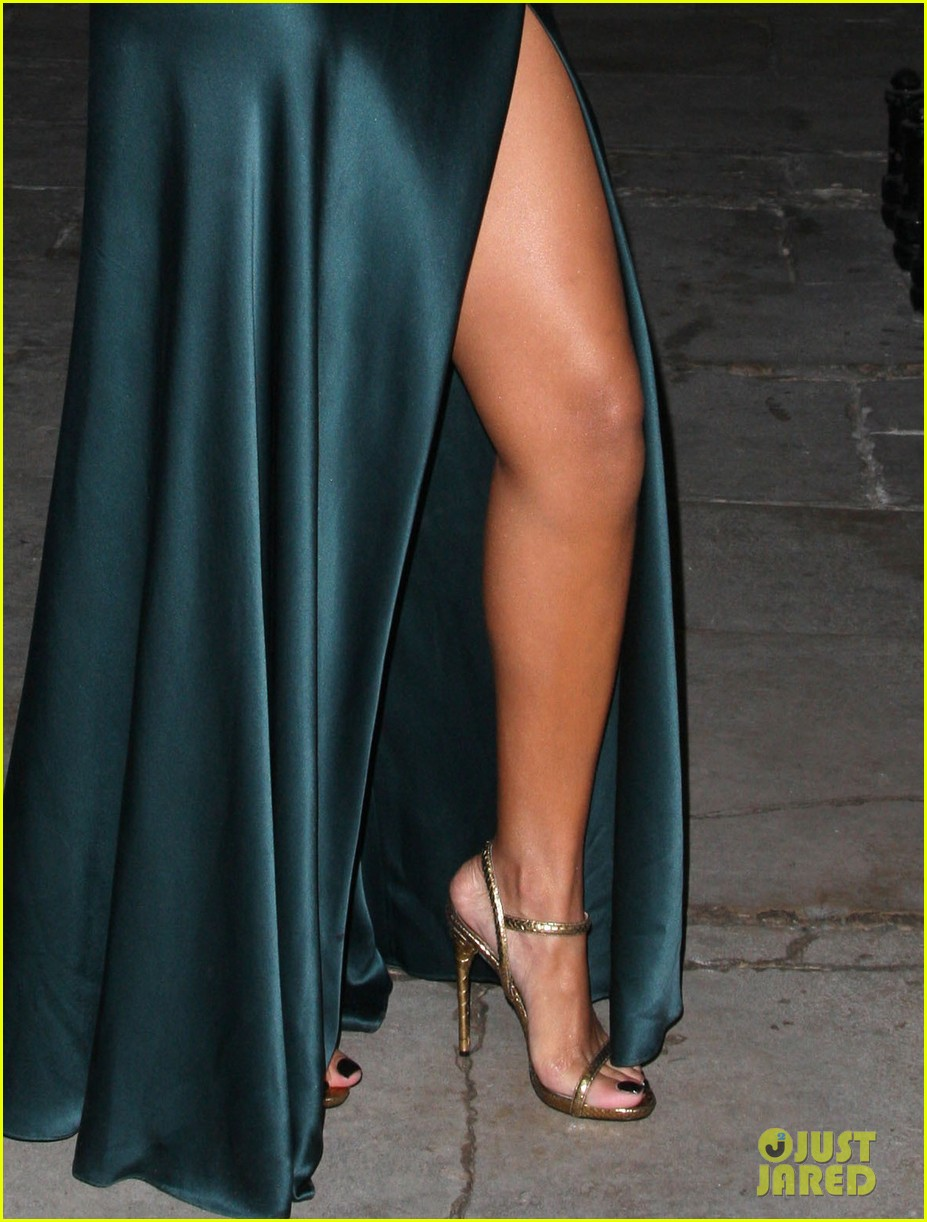 rihanna stella mccartney london fashion week 042630448