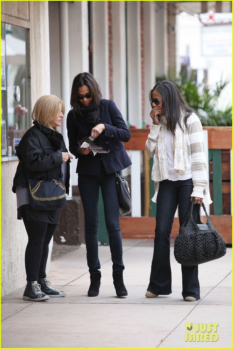 zoe saldana movies bradly coopers mom 15