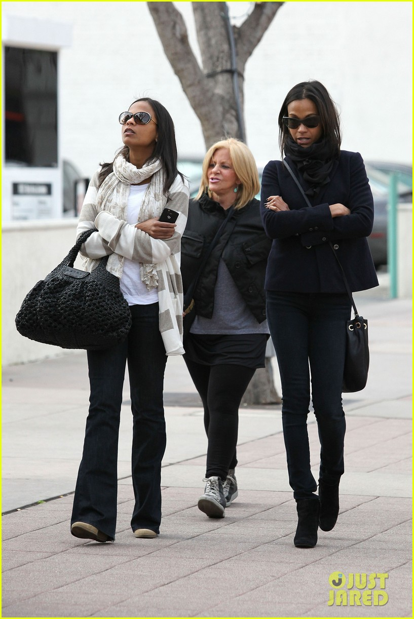 zoe saldana movies bradly coopers mom 19